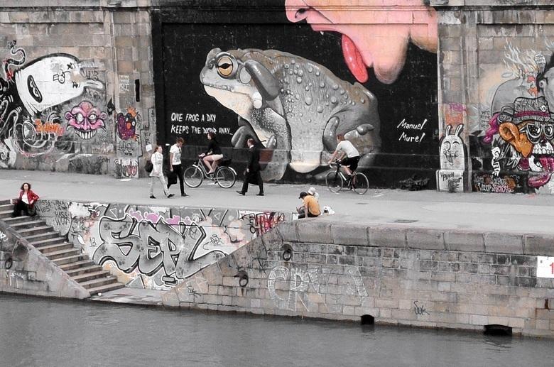 Mobile street art 2188479